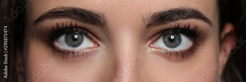 Photo Letterbox view of detailed pretty amazing female eyes