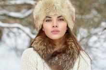 Beautiful Winter Woman Portrai...