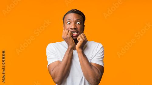 Shocked Man Looking At Camera Posing On Orange Background, Panorama Fototapet