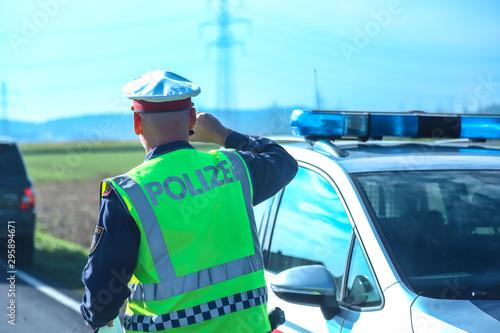 Valokuva polizist im einsatz
