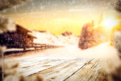 Montage in der Fensternische Gelb Schwefelsäure Snowy winter sunshine landscape with wooden board top for products and decorations.