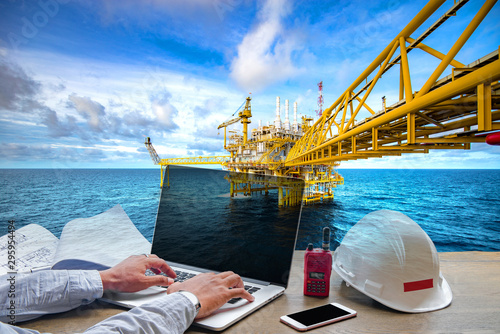 Fotomural  Business working Engineering power oil and gas concept at offshore rig industrial background