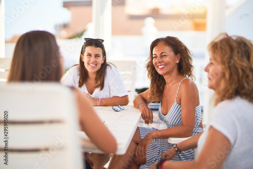 Pinturas sobre lienzo  Beautiful group of women sitting at terrace speaking and smiling