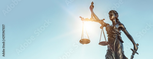 Foto Lady justice. Statue of Justice on sky background