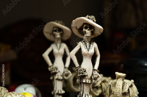 Fotografia The skulls are displaying their dress on the day of the dead in Mexico