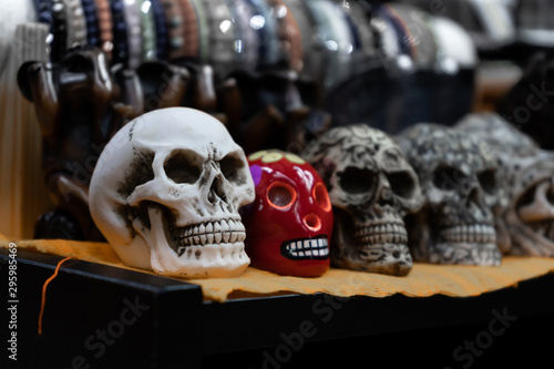 There are several skulls on the table. Fototapete