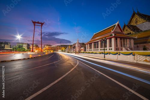 Photo  Bangkok Thailand - October 9, 2019 : The Giant swing Sao Ching Cha fantastic landmark and tuk tuk car