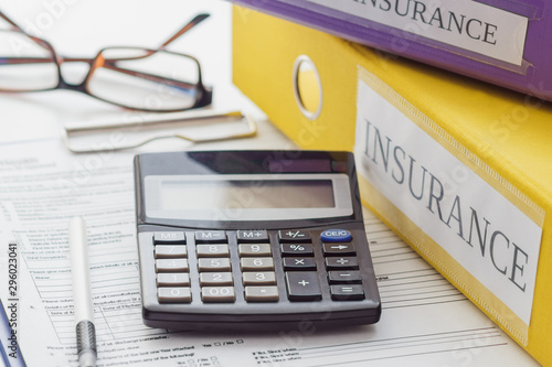 Fotomural  Clean insurance form, folders, pen, glasses and calculator
