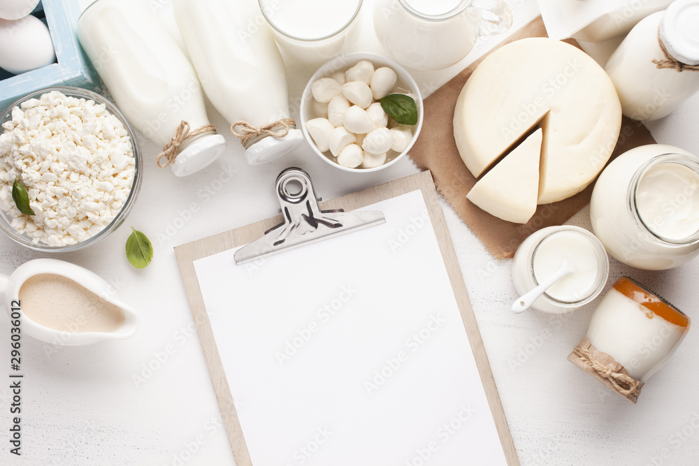 Fototapety, obrazy: Clipboard mock-up and dairy products