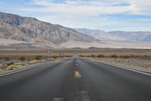 Endlose Strasse Im Death Valley
