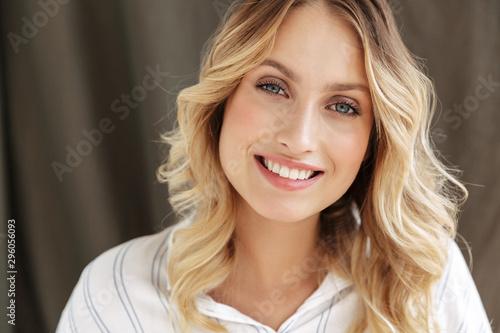Stampa su Tela Close up of a beautiful smiling blonde woman