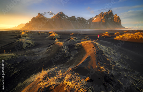 Платно Vestrahorn mountain with black volcanic lava sand dunes at sunset, Stokksnes, Ic