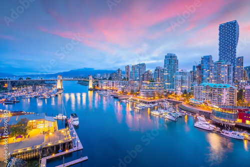 Papiers peints Photos panoramiques Beautiful view of downtown Vancouver skyline, British Columbia, Canada