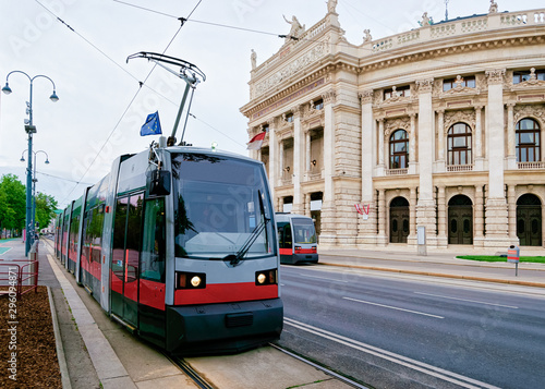 Fotografía  Street view with public tram at Burgtheater in Hofburg Vienna