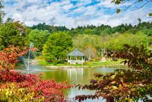 Beautiful Autumn Landscape.Mayview Lake In Autumn Colors. Beautiful Lake With Gazebo And Fountain On Autumn Morning. Broyhill Park, Blowing Rock, Near Blue Ridge Parkway, North Carolina, USA.