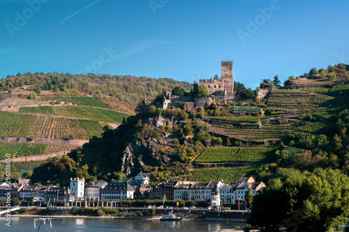 Foto op Plexiglas Oude gebouw View of Gutenfels medieval castle and the town Kaub in the famous Rhine Gorge