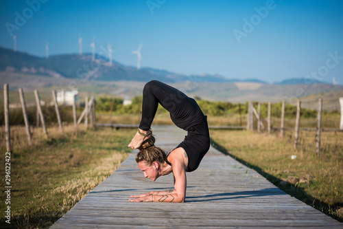 Mujer joven practicando Yoga en el Parque Natural de Tarifa, Cádiz, Andalucía Canvas Print