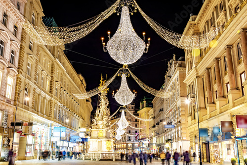 Papiers peints Vienne Famous Graben shopping street by night in Vienna, Austria.