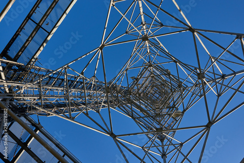 Carta da parati Telecommunication tower with clear blue sky background