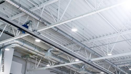 Obraz hala magazynowa- nowoczesne oświetlenie ledowe - fototapety do salonu