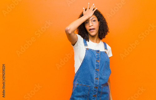 Fotografie, Tablou  young pretty black woman raising palm to forehead thinking oops, after making a