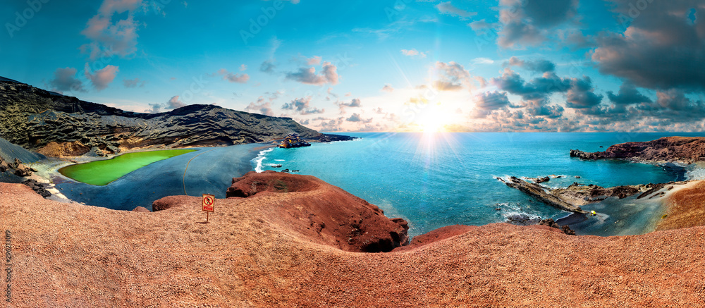 Fototapety, obrazy: Canary island and Spanish beach.Scenic landscape Green lake in El Golfo, Lanzarote island, Spain