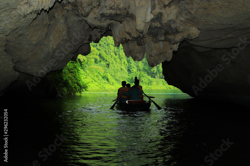 Valokuva Tam Coc tourist area in Ninh Binh province