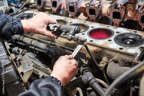 Cuadros en Lienzo diesel truck engine repair service