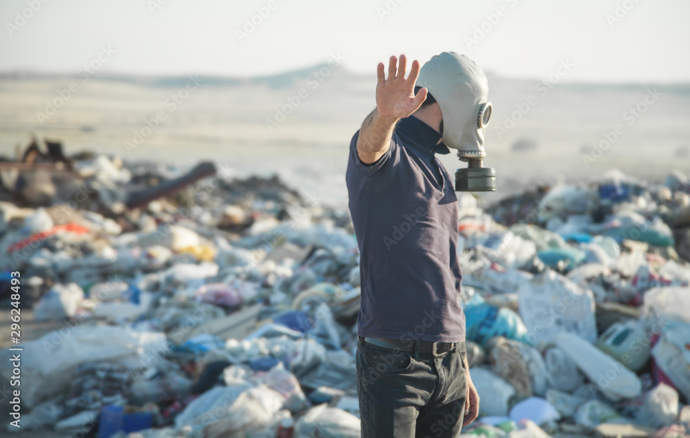 Fototapety, obrazy: Man in gas mask in outdoors. Stop Environmental Pollution