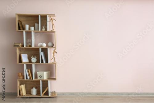 Cuadros en Lienzo Modern shelf unit near light wall
