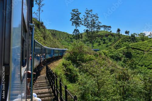 Montage in der Fensternische Schwarz Sri Lanka train railway landscape