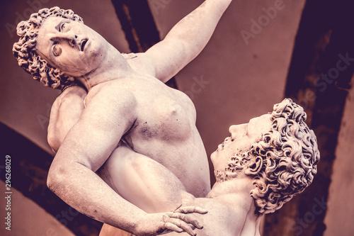 Fotografía The Rape of Sabine Women sculpture 1580 by Giambologna, in the Loggia dei Lanzi