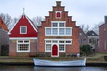 Boot Auf Einem Kanal In Edam/NL