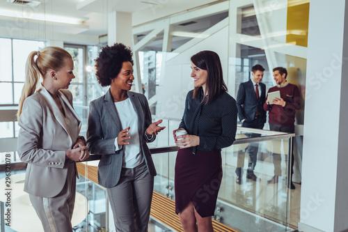 Having an creative meeting during coffee break Fototapet