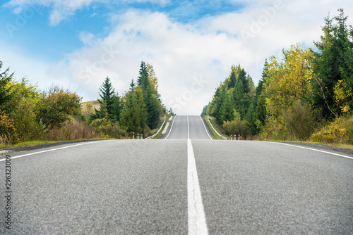 Fototapeta Emptu asphalt road in mountains obraz