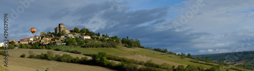 Tela  De Boudes à Chalus en montgolfière (Auvergne)