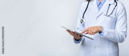 Fotografiet  Unrecognizable Doctor Woman Using Tablet On Gray Studio Background, Panorama