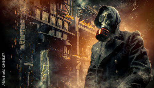 Fotomural  Man in a gas mask on an industrial background