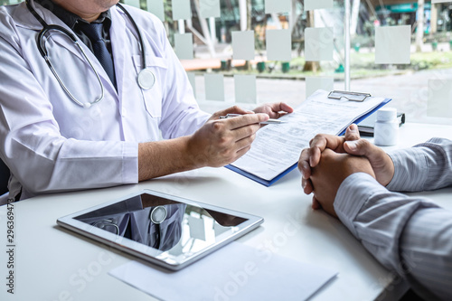 Fotografía Doctor having conversation with patient while discussing explaining symptom