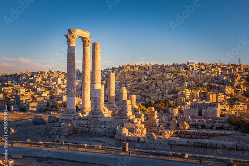 Photo The Temple of Hercules, Amman Citadel, Amman, Jordan