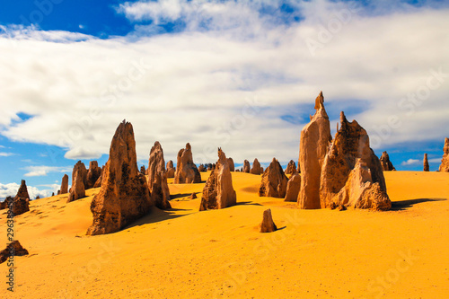 Kalksteinfelsen, The Pinnacles im Nambung National Park, Westaustralien Wallpaper Mural