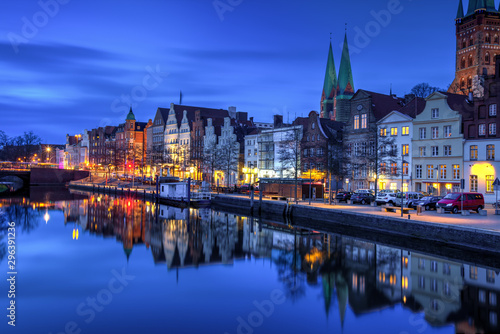 Fototapety, obrazy: Nachts an der Trave in Lübeck