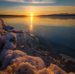 Fototapeta Rzeki i Jeziora Frozen lake in winter sunset