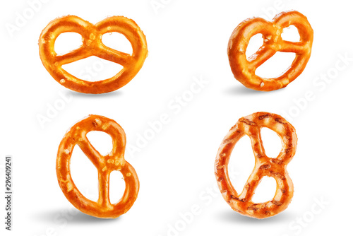 Fotomural Pretzel with salt on a white isolated background