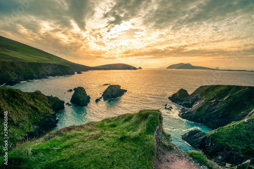 Fotografia  Ring of Dingle Peninsula Kerry Ireland Cumenoole beach sharp stones Slea Head