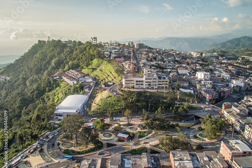 Keuken foto achterwand Khaki Vista aerea de Chipre y zona de Bellas Artes en Manizales - Caldas- Colombia