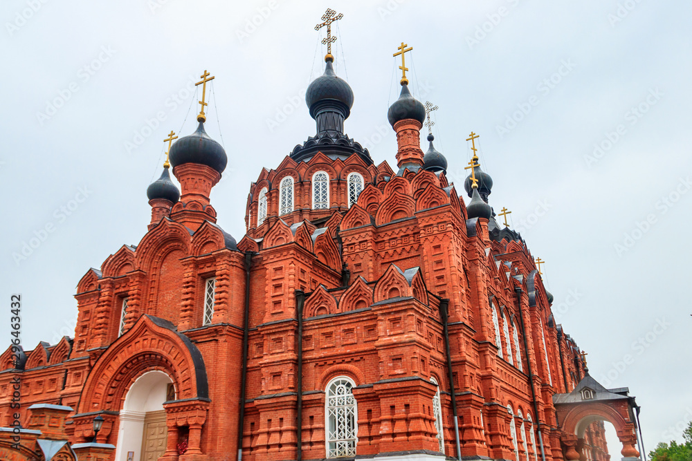 Fototapety, obrazy: Shamordino Convent (Convent of St. Ambrose and Our Lady of Kazan) is a stauropegial Russian Orthodox convent in village of Shamordino, Kaluga Oblast, Russia