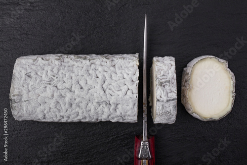Photo french goat's milk cheese shaped like a log