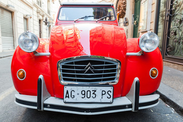 Red oltimer Citroen 2cv6 Sp...