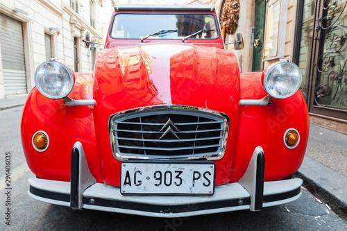 Red oltimer Citroen 2cv6 Sp...